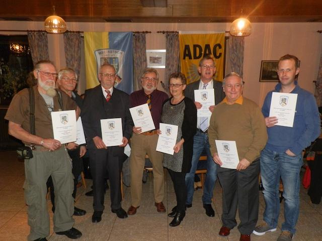 Urkunden für die Teilnehmer an der Clubwertung